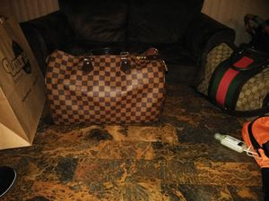 Authentic Louis Vuitton 35 speedy bag for Sale in St. Louis, MO