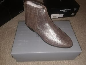 KENNETH COLE REACTION Y GORED ANKLE BOOTS for Sale in Silver Spring, MD