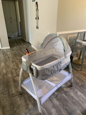 Changing table and bedside crib for Sale in Lakewood, WA