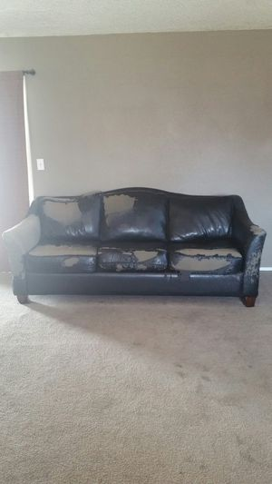 Couch for Sale in Sanger, CA