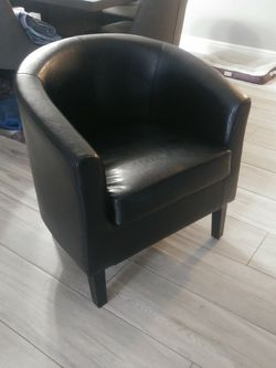 Barrel Chair /club Chair for Sale in Fort Lauderdale,  FL