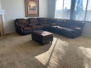 3 Pc Sectional with ottoman for Sale in Hemet, CA