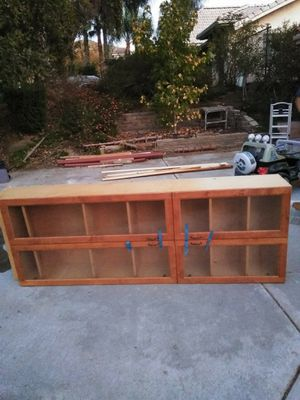 Free nightstand and cabinet for Sale in Colton, CA