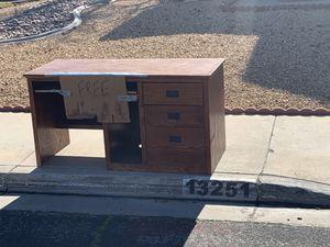 Free desk for Sale in Victorville, CA