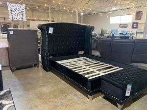 Black queen platform bed frame for Sale in Dallas, TX