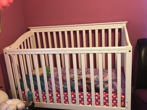 Crib and changing table for Sale in Grand Prairie, TX