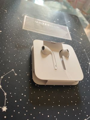 Apple EarBuds with Lightning Connector - White for Sale in Oak Glen, CA
