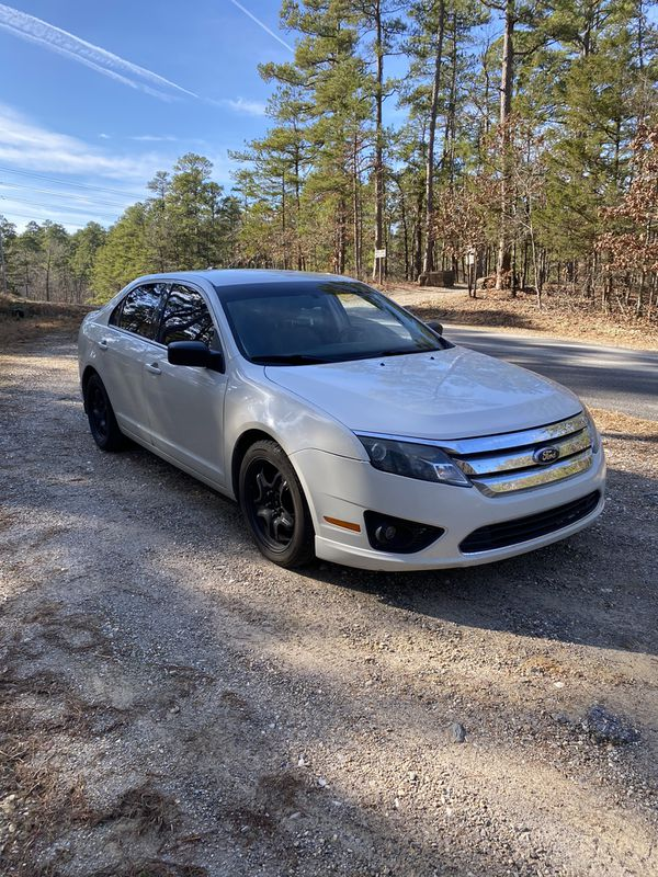 2010 Ford Fusion 131k miles close to full tank of gas