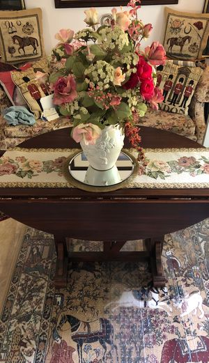 Antique Mahogany gateleg gorgeous table for Sale in Columbia, MD