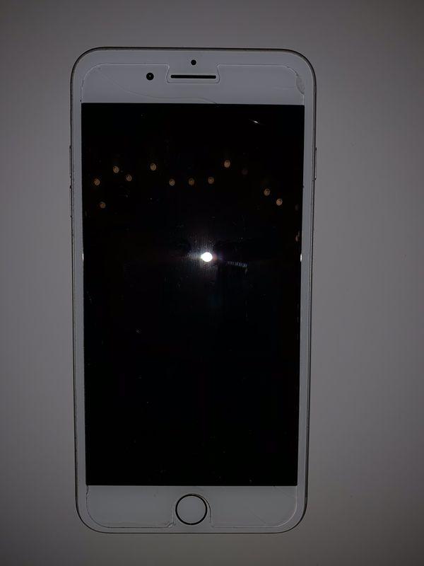 7 Plus (Silver), 32GB (Unlocked Carrier)