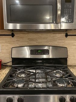Gas Range And Microwave for Sale in Vancouver,  WA