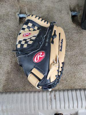 13.5 softball glove for Sale in Federal Way, WA