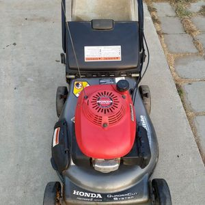"""Honda HRT216 (21"""") (ez start) ( Self propelled ) Lawn Mower ( ready to mow ) ( Double Blades) for Sale in Garden Grove, CA"""