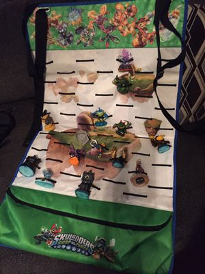 Skylanders carry/display mat with 14 figures for Sale in Ashley, OH