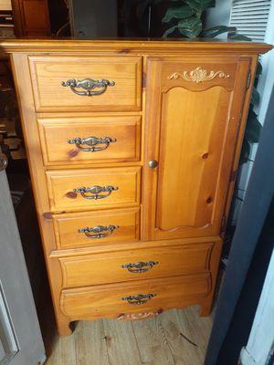 Wood dresser for Sale in Ventura, CA