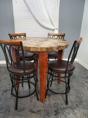 Table with 4 chairs . No tears for Sale in McAllen, TX