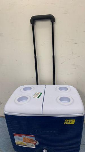 Rubbermaid 45 Qt. Blue Wheeled Cooler for Sale in Phoenix, AZ