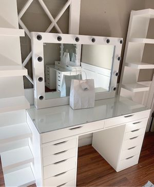 Makeup vanity set for Sale in Fresno, CA