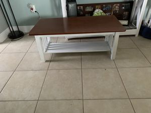2 end tables and coffee table for Sale in Winter Haven, FL