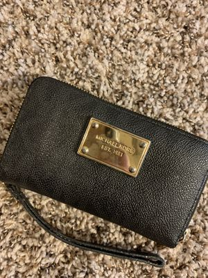 Michael Kors wristlet wallet for Sale in Houston, TX