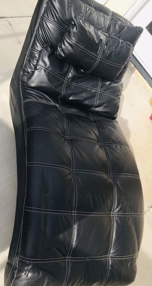Black leather couch bed for Sale in Fresno, CA