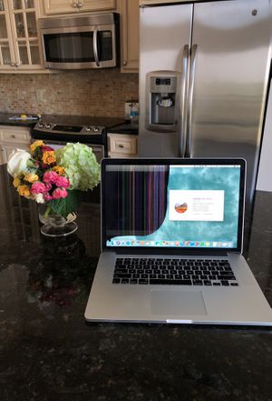 """MacBook Pro Retina 15"""" Mid 2014 with cracked screen for Sale in Houston, TX"""