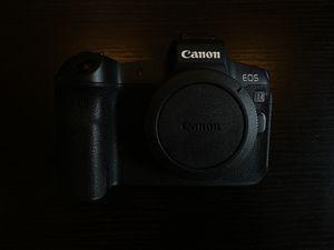 Canon EOS R Camera Body for Sale in Chicago, IL