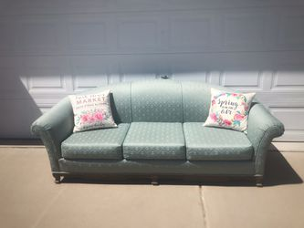 Beautiful Blue Floral Couch for Sale in Kaysville,  UT