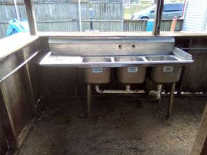 3 carpment Commercial kitchen sink for Sale in Zanesville, OH