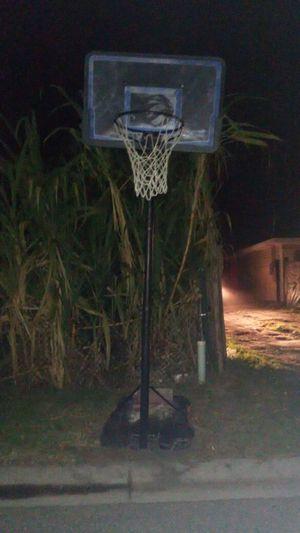Basketball hoop for Sale in Eagle Lake, FL