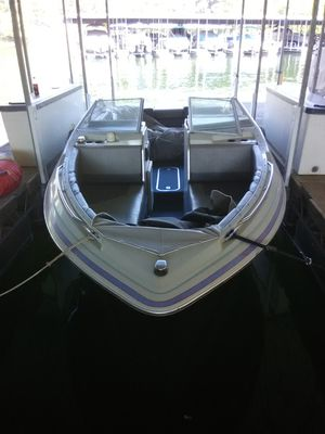 1989 22' Bayliner Capri bow rider for Sale in Osage Beach, MO