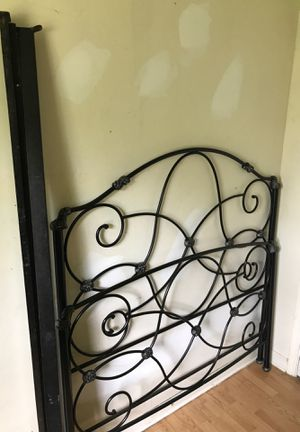 BEDFRAME AND RAILS ! Need gone ASAP for Sale in La Vergne, TN