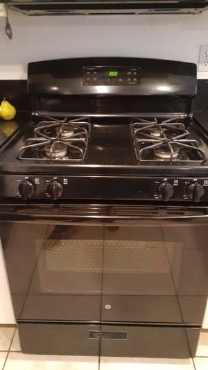 Ge gas range and over head microwave for Sale in Las Vegas, NV