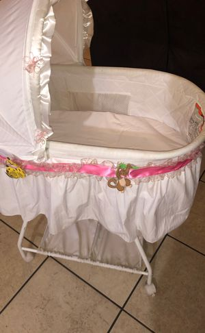 Baby's bedside crib for Sale in Las Vegas, NV