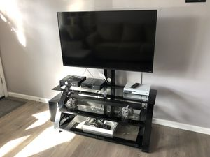 Entertainment stand w 50 inch vizio smart tv for Sale in Galloway, OH