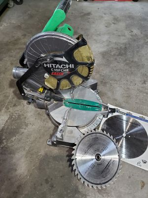 Hitachi C10FCH2 15-Amp 10-inch Single Bevel Compound Miter Saw with Laser Marker, extra blades for Sale in Renton, WA