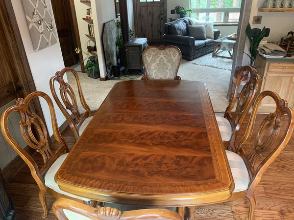 Thomasville Mahogany Dining Table & Chairs