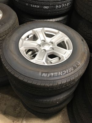 Set of 4 JEEP WRANGLER / GLADIATOR Alloy Wheels and Nice Tires for Sale in Egg Harbor City, NJ