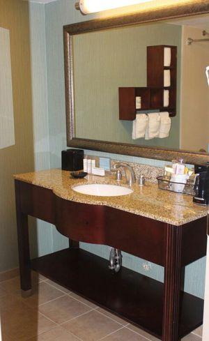 Mueble de baño granito belleza largo 57 pulgadas ancho 21 pulgadas for Sale in Hialeah, FL