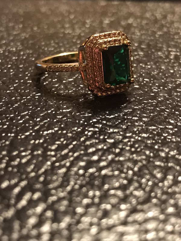 BRAND NEW LADIES RING WITH GREEN & WHITE CZS SIZE 8