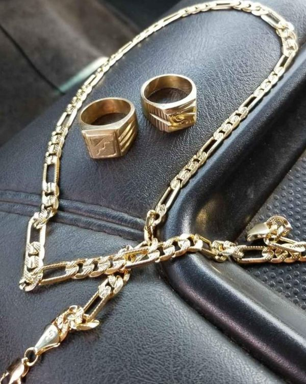 18k gold chain and 2 18k gold rings mens