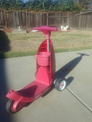 Radio Flyer Grow with Me Ride 2 Glide Convertible Ride On & Scooter for Sale in Milpitas, CA