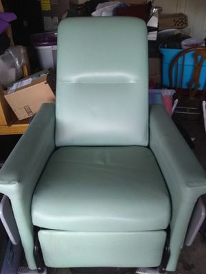 Medical recliner for Sale in Redmond, OR