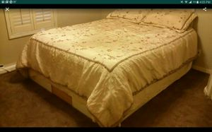Free! Queen size bed. Pillow top matress, with platform base. for Sale in Silver Springs, FL