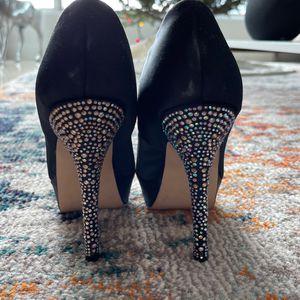 Gently Worn Women's Steve Madden Satin Heels. for Sale in Miami, FL