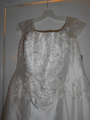 Jewel by David's Bridal Wedding Gown for Sale in Jonesborough, TN