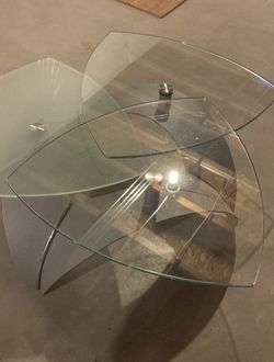 Medium Sized Coffee Table with moving platforms for Sale in Bartlett,  IL