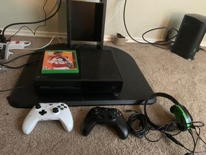 Xbox 1 with 2 controllers, headset, cod modern warfare, 2k20, and Madden 20 for Sale in Fort Worth, TX