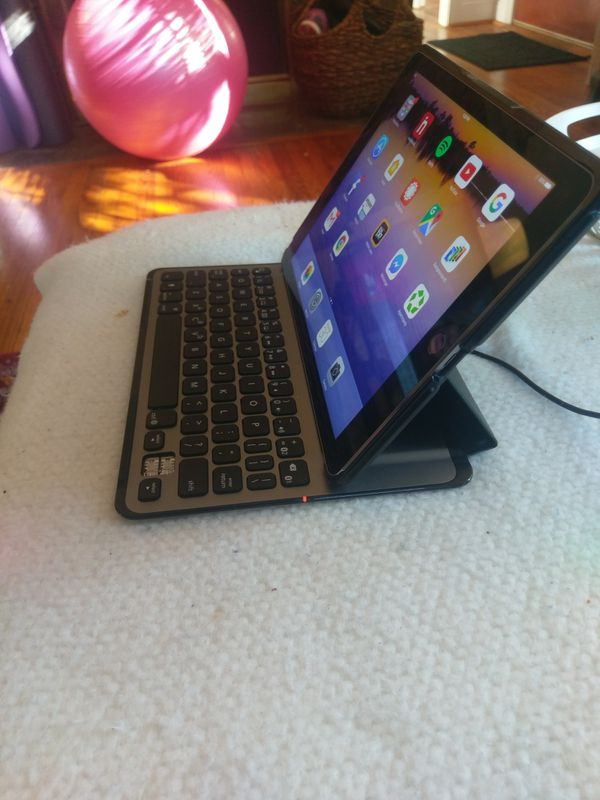 IPad Air2 16GB w/ Belkin Ultimate Bluetooth Keyboard and case