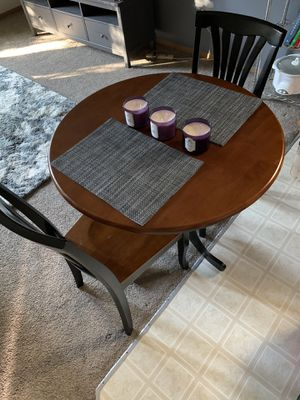 """Small kitchen table 36"""" round with two chairs for Sale in Battle Ground, WA"""